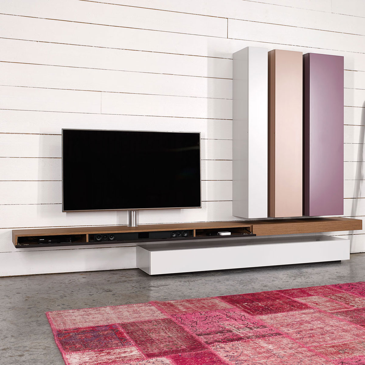 tv lowboard mit soundsystem inspirierendes. Black Bedroom Furniture Sets. Home Design Ideas