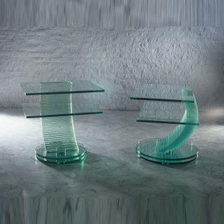 Ein Audio TV Möbel aus Glas mit besonderen Formen von Glass Concept.