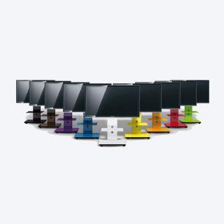 Das Modell Tray ist ein TV-Ständer für Flachbildschirme, die Glasverkleidung kann von 2000 NCS Farben gewählt werden.