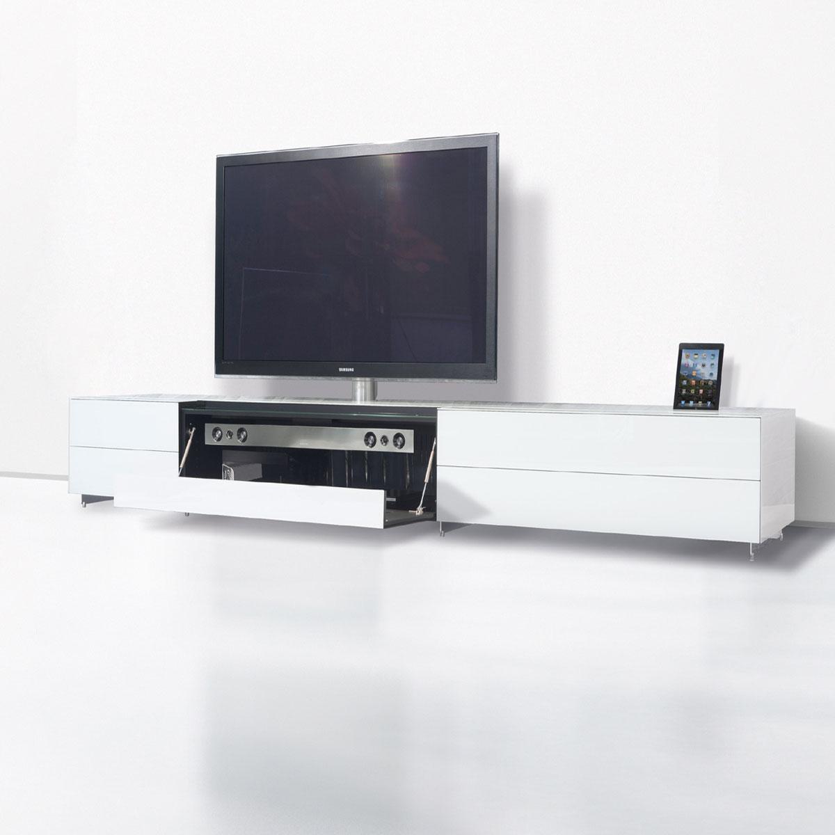 Ein Fernsehmöbel mit Verglasung. Für die technischen Raffinessen beraten wir SIe gerne telefonisch.