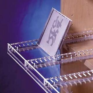 Ein CD Auszug oder Tablar aus Acryl von Heso.