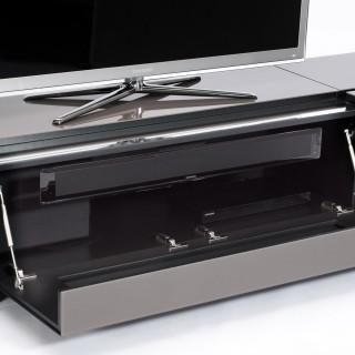 Spectral Cocoon das Sideboard. Obendrauf der TV und unten raus der Sound.