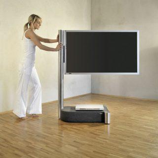 Stabiler leicht rollbarer TV Halter für grosse Fernseher von Wissmann Raumobjekte.