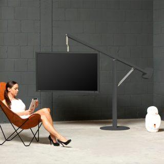 TV Halter Wandhalter mit Akzent einer Triangel nachempfunden.