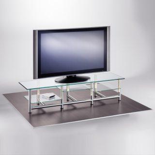 Ein Hifi TV Rack aus geschliffenem Aluminium mit Rasterfunktion für die Glaseinlegeböden.