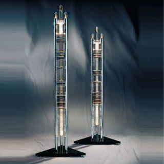 CD Archivierung. Säulen aus Aluminium Sockel aus Marmor mit Halogenbeleuchtung.