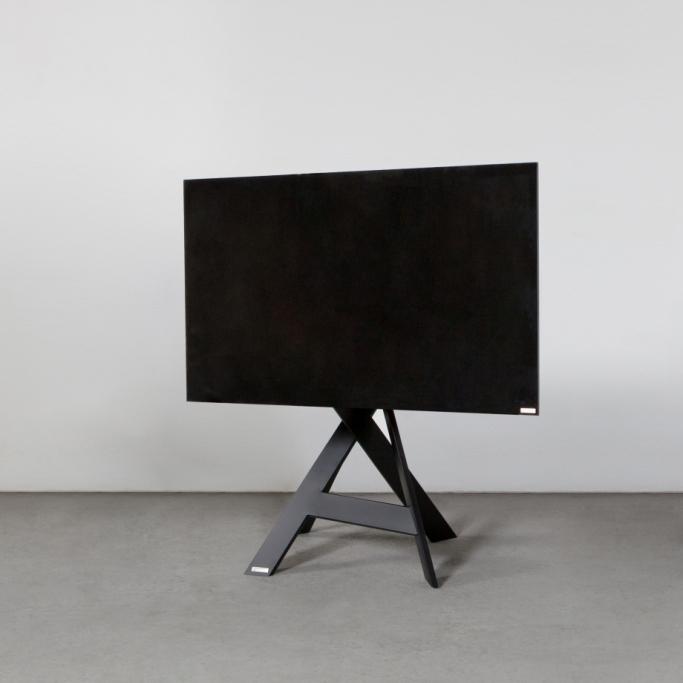 Sehr stabiler drehbarer designer TV-Ständer. Von Wissmann Raumobjekte. Model Mikado Art 113.