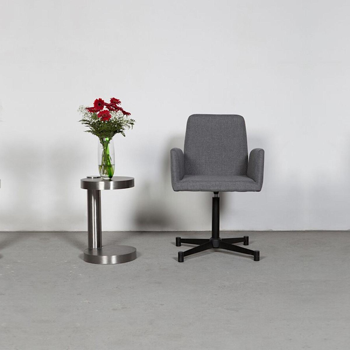 Wissman Designerstuhl art-620 Untergestell schwarz kreuzförmig Sitz Textil grau