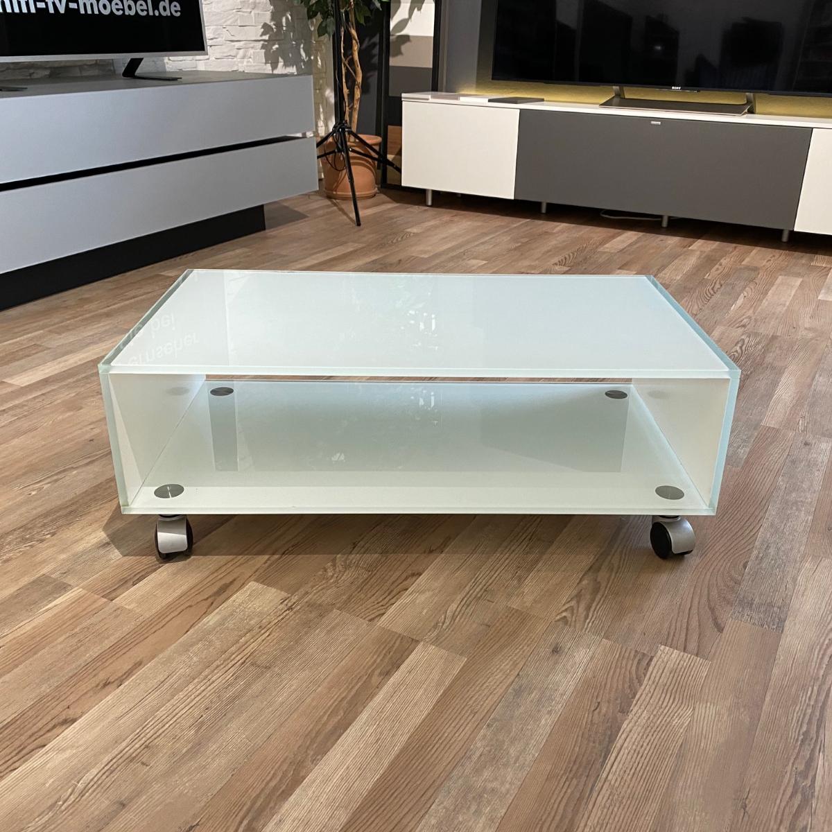 Fernsehwagen, rollbar aus Glas. Sehr stabil und kratzfest. Ablagefach für Audiogeräte. Außenmaß 85 x 23 x 45 cm. Stellfläche 58 / 65 / 73 cm. (BxHxT) Modell Mid Roll von Glass Concept.