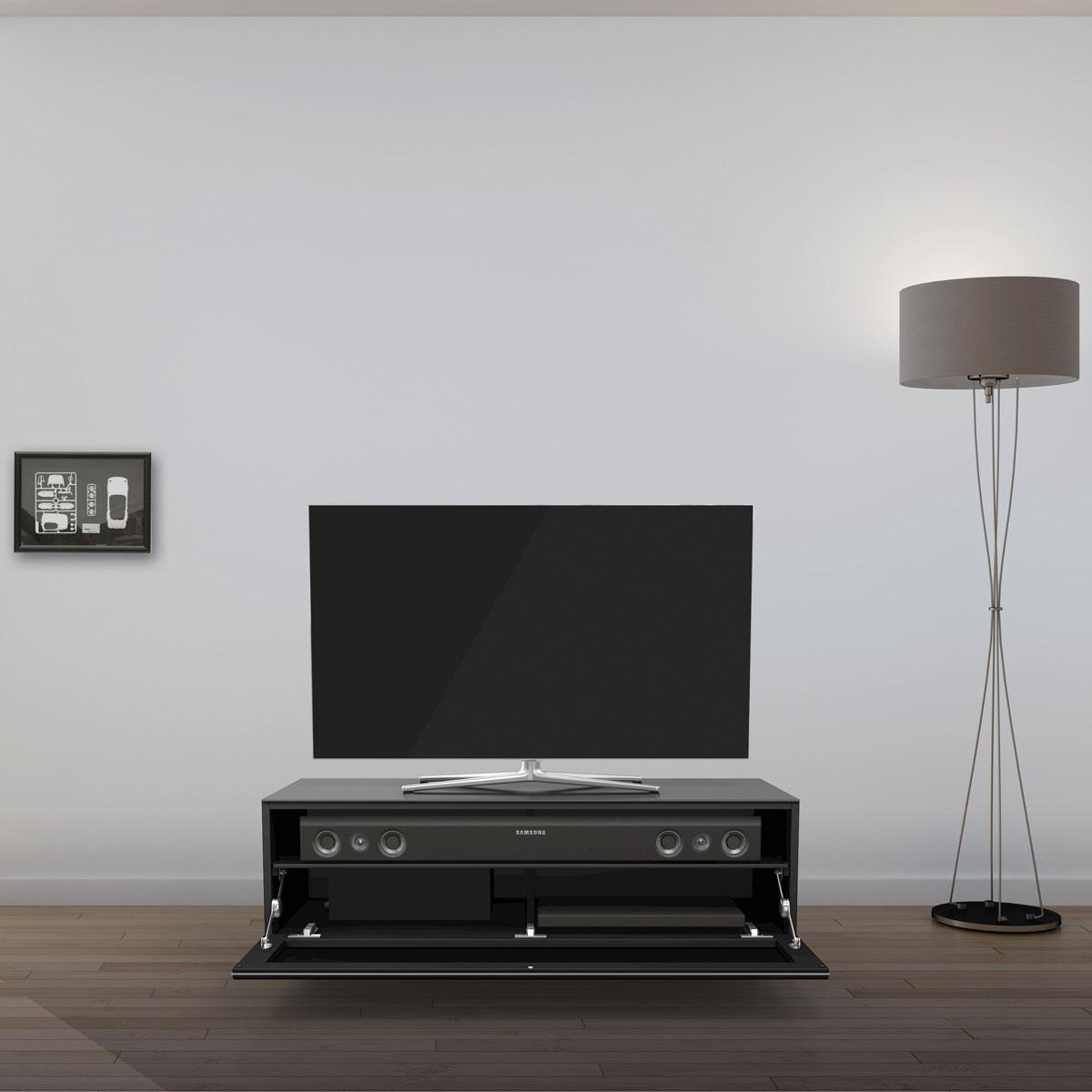 Verglastes TV Möbel. Möglichkeit der Soundbarintegration. Mit stoffbespannter Klappe. Modell JRL 1101S von Just Racks.