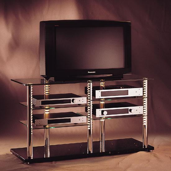 Exklusives Hifi TV Möbel. 126 x 70 x 50 cm (BxHxT). Sockel aus Naturstein. Topplatte und Einlegeböden aus Glas. Tragesäulen aus Edelstahl. Modell Trimedia 2 von Liko Design.