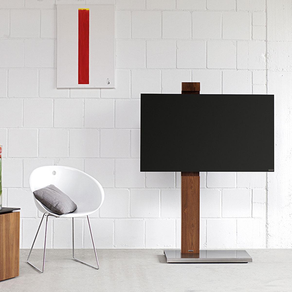 Freistehender rollbarer Fernsehhalter, mit Holzsäule. Modell Column Art 118 von Wissmann Raumobjekte.