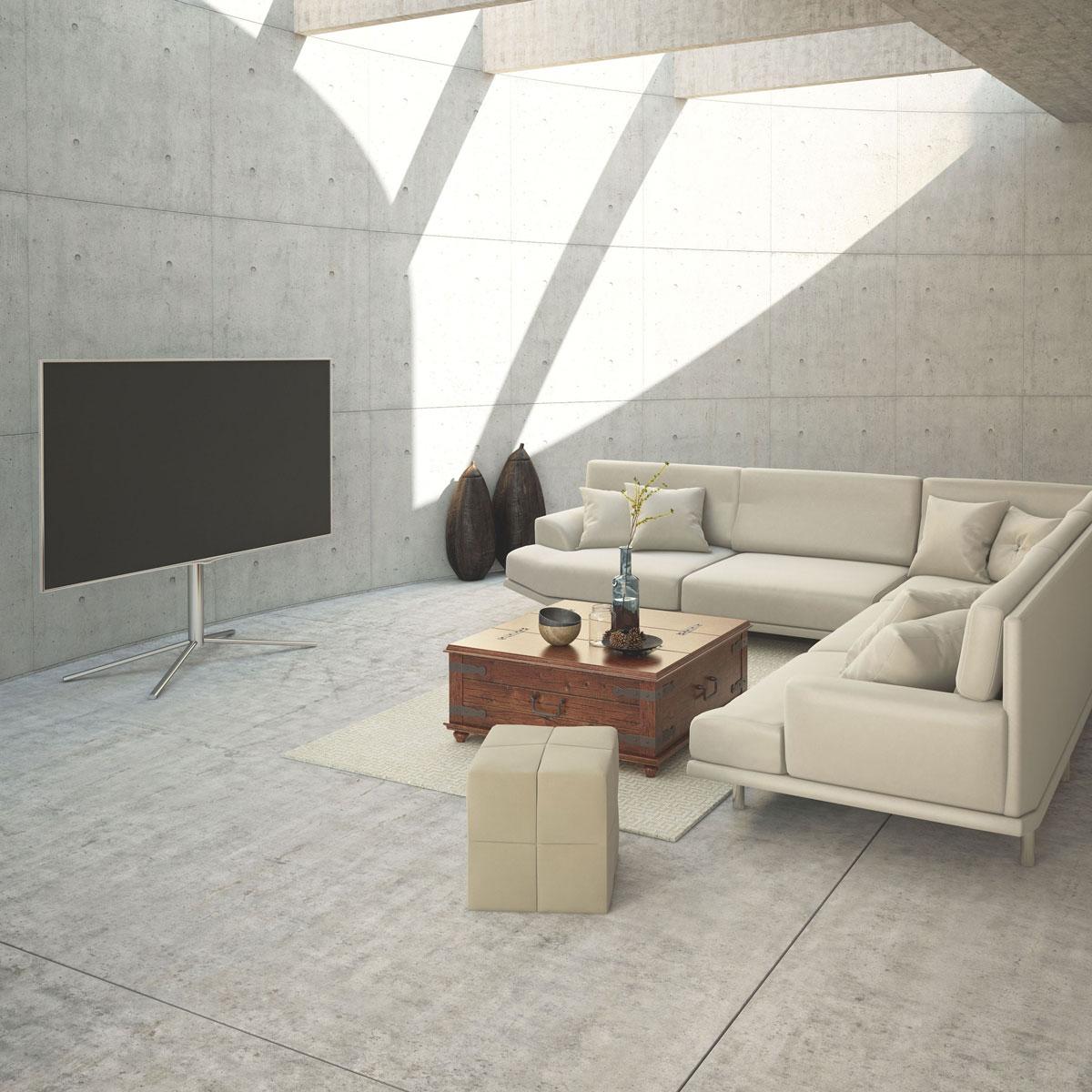 Ein TV Halter, fest stehend. Verchromt und drehbar für TVs bis 65 Zoll. Modell S2 von Schnepel.