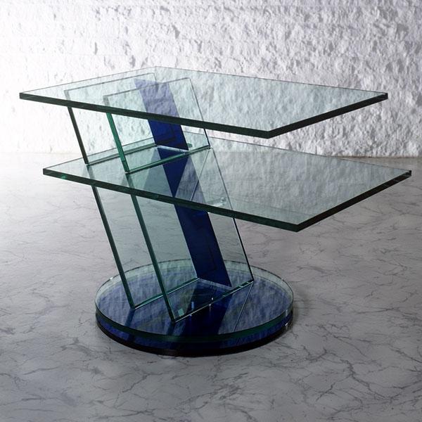 Ein drehbares Fernsehmöbel aus Glas. Kratzfest und sehr stabil durch UV Verklebung. Aussergewöhnliches Design. Modell Diagonale von Glass Concept.
