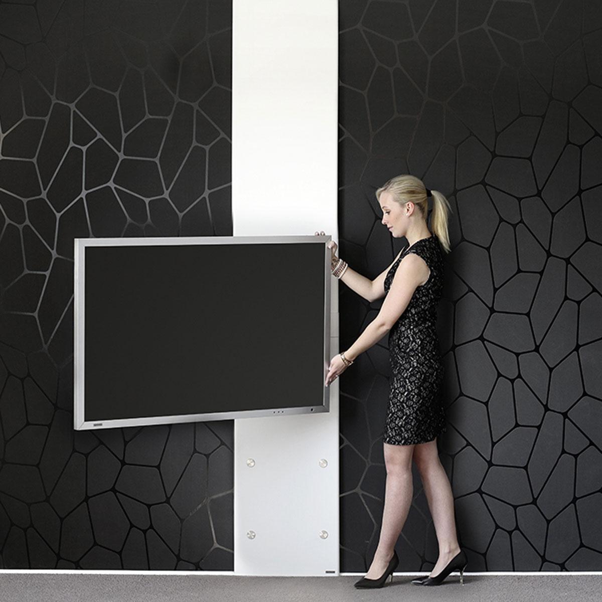 Fernsehhalter mit Schwenkarm. Wandpanel-Variante wählbar. Für TV bis 65 Zoll. Modell Plate Art 126 von Wissmann Raumobjekte.