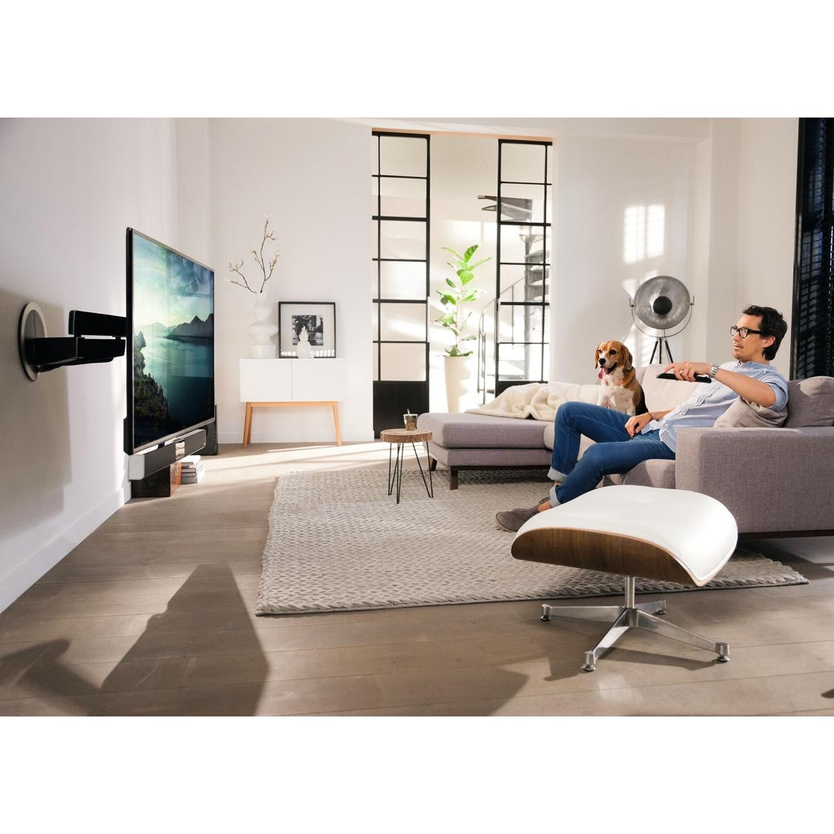 Fernseh-Wandhalter ellektrisch schwenkbar mit Soundbar inkl. Subwoofer. Modell Next 8375 von Vogels.